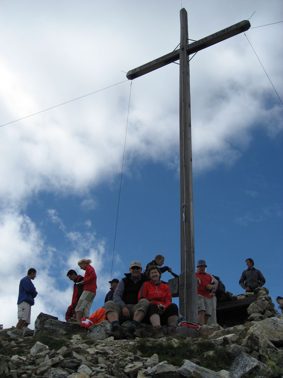 Am Gipfelkreuz des Südgipfels